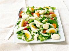 Mummon vihreä salaatti | Valio Food N, Good Food, Food And Drink, Yummy Food, Caprese Salad, Cobb Salad, Finnish Recipes, Cooking Recipes, Healthy Recipes