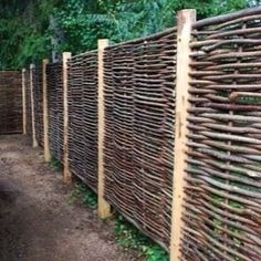 27 DIY Cheap Fence Ideas for Your Garden, Privacy, or Perimeter Do you need a fence that doesn't make you broke? Learn how to build a fence with this collection of 27 DIY cheap fence ideas. Diy Fence, Backyard Fences, Pool Fence, Pallet Fence, Metal Fence, Aluminum Fence, Fence Stain, Front Fence, Concrete Fence