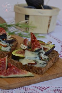 Tartines Figues-Roquefort-Miel de Garrigues | Cyrielle Gourmandise Garrigues, French Toast, Breakfast, Food, Honey, Figs, Food Porn, Morning Coffee, Essen