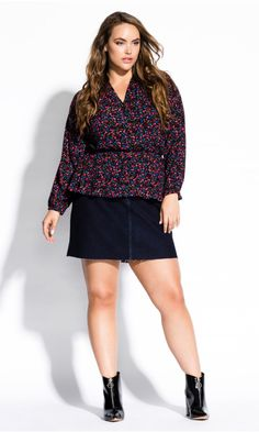 Shop Women's Plus Size Floral Ditsy Top - black - Street Style - Collections City Chic Online, Ditsy, Fashion Addict, Hemline, Plus Size Fashion, Black Tops, Style Fashion, Streetwear, Curves
