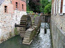 Moulin mu par une roue à aube (moteur hydraulique) — Wikipédia
