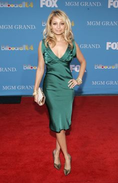 Nicole Richie showed off a rather stunning red carpet look for the Billboard Music Awards in December 2004.