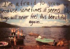 Tengo miedo de crecer porque a veces parece que las cosas nunca se sentirán tan hermosas de nuevo -