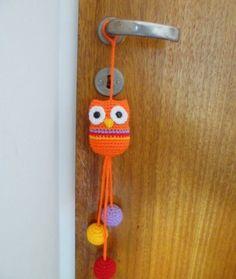 Para decorar la puerta de la habitacin o cualquier rincn de tu casa, un hermoso y colorido colgante con Lechuza de la suerte!
