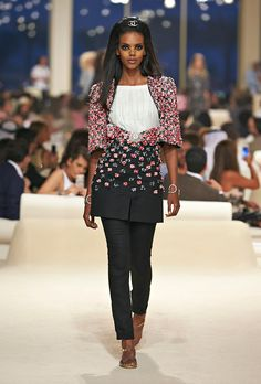 Chanel Resort 2015 - Review - Fashion Week - Runway, Fashion Shows and Collections - Vogue