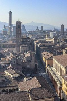 La via Zamboni domenica 13 novembre il secondo appuntamento del programma realizzato da Comune e Università di Bologna