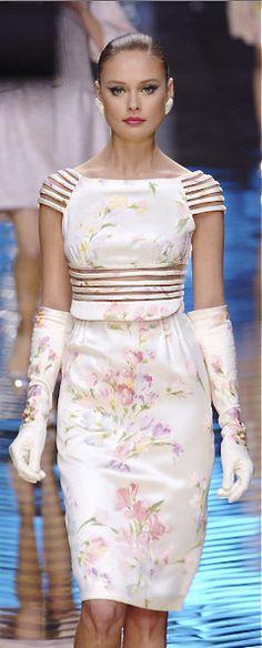 Very elegant romantico dress. Floral Fashion, Love Fashion, High Fashion, Fashion Show, Fashion Design, Couture Fashion, Runway Fashion, Womens Fashion, Fashion Spring