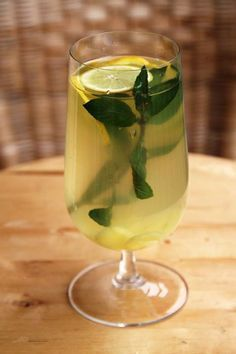 Zázvorová limonáda Hurricane Glass, White Wine, Smoothie, Alcoholic Drinks, Food And Drink, Cooking, Tableware, Sweet, Summer