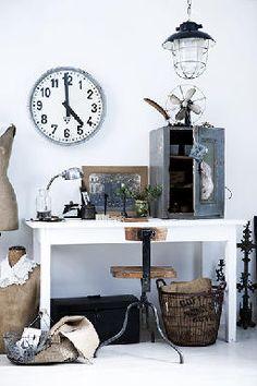 Meuble d'atelier, meuble industriel, tabouret industriel, brocante, déco vintage brocante, ancien garde manger, horloge de gare, ancien mannequin de couturière