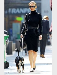 HILARY SWANK    Très chic! The Oscar winner struts her stuff down a Parisian sidewalk  while scoping out the French capital with her pup.