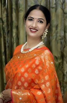 Beautiful Muslim Women, Beautiful Indian Actress, Islamic Girl Images, Marathi Saree, Beautiful Saree, Beautiful Roses, Glamorous Makeup, Beauty Full Girl, Indian Beauty Saree