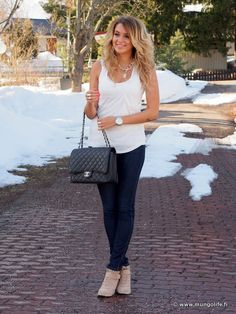 Mungolife | Perfect jeans, wedge sneakers, white top and a Chanel flap bag