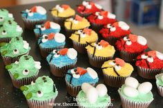 angry birds cupcakes--I love how this mom breaks down her steps and her products.  Super easy and non fondant!