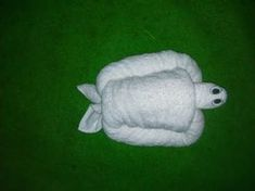 TURTLE - TOWEL CREATION for beach house guests. wonder if I can use smaller towels & use for a beach diaper cake Origami Bowl, Origami Star Box, Origami Fish, Origami Art, Towel Origami, Origami Folding, Napkin Folding, Origami Turtle, Origami Love Heart