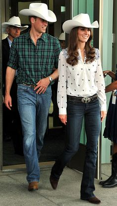 happy anniversary to catherine & william - they caught flack for this look, but if we didn't know any better, I'd say they were Texas royalty... looking gorgeous and vibrant.