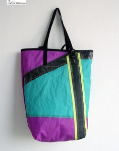 Bag made of surf sail, with adjustable straps