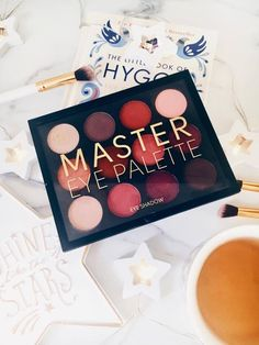 The Only Eyeshadows You Need This Winter - Primark Master Eye Palette (Daisies and Delights)