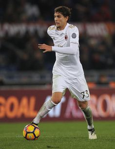 Manuel Locatelli of AC Milan in action during the Serie A match between AS Roma and AC Milan at Stadio Olimpico on December 12, 2016 in Rome, Italy.