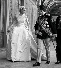 『ウェディングドレスの選び方』第三回 グレース・ケリーも着用したフルレングス丈ドレス - 365wedding オーダーメイドのウェディング(結婚式)と美しいウェディングドレスの選び方とデザインについて