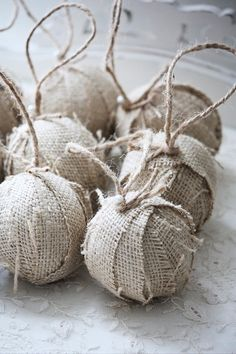 Western Christmas ornaments -easy to make.I think I would add a little red gingham ribbon on top. Burlap Christmas Decorations, Christmas Tree Toppers, Diy Christmas Ornaments, Holiday Crafts, Ball Ornaments, Burlap Ornaments, Western Christmas, Noel Christmas, Country Christmas