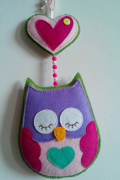 Dia o Noche Búho de Fieltro hecho a mano / Day or night Handmade felt ornament owl. Mummy Crafts, Crafts To Make, Arts And Crafts, Felt Cupcakes, Felt Pillow, Diy Keychain, Easy Diy Gifts, Felt Birds, Fabric Birds