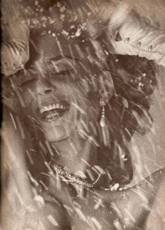 The lovely Greek actress/singer/politcian, Melina Mercouri in Vogue December 1962 by Bert Stern Classic Fashion Looks, Die A, Bert Stern, Top Fashion Magazines, David Downton, Timeless Beauty, Vintage Beauty, Pin Up Girls, Photo Art