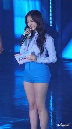 Netizens Discuss The Curvy Figure Of This Beautiful Idol! Pretty Korean Girls, Cute Asian Girls, Korean Beauty, Asian Beauty, Nancy Momoland, Cute Girl Pic, Korean Model, Beauty Full Girl, Beautiful Asian Women
