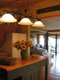 Cottage kitchen - like the light fixture