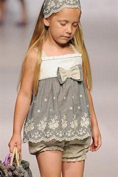 Moda para niños verano 2012 de Elisa Menuts 7 (Custom) Little Girl Outfits, Little Girl Fashion, Little Girl Dresses, Kids Outfits, Baby Girl Dresses, Baby Dress, Cute Dresses, Flower Girl Dresses, Tween Fashion