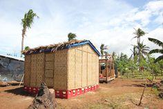 """Se podría aplicar la solución presentada en Filipinas después de la desvastación por tifones. Shigeru concibió una """"casa de registro de papel"""" temporal para las víctimas del desastre natural."""