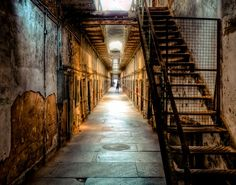 Abandoned Movie Sets You Can Still Visit: 12 Monkeys Set at Eastern State Penitentiary in Philadelphia, Pennsylvania Most Haunted Places, Spooky Places, Places In America, Places Around The World, Faust Goethe, Scary Ghost Videos, Haunted America, Eastern State Penitentiary, Exotic Places