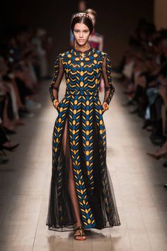 Valentino Spring 2014 Ready-to-Wear Runway - Valentino Ready-to-Wear Collection