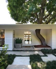 32 Stunning Mid Century Modern Yard Decor To Add To Your List - Are you thinking of redesigning your front yard? These days, a lot of people invest in landscaping their yard. After all, the front yard of your house. Interior Exterior, Exterior Design, Deco House, Outdoor Spaces, Outdoor Living, Architecture Design, Beton Design, Curb Appeal, My Dream Home