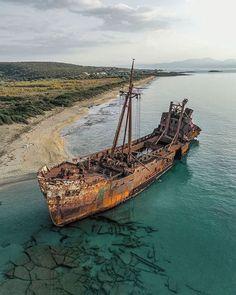 Abandoned Ships, Abandoned Houses, Abandoned Places, Nature Photography, Travel Photography, Ghost Ship, Urban Nature, Abandoned Amusement Parks, Haunted Places