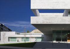 Galería de Centro de Salud en Valenzá   IDOM - 10. Centros De  SaludArquitectura HospitalariaProductosDiseño ... 263cf5b3a933