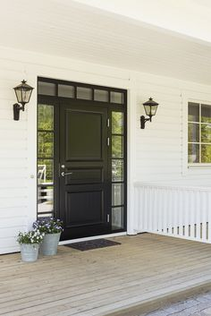 House Front Door, House Entrance, Entrance Doors, Norway House, Home Focus, Porch Plans, Front Doors With Windows, Exterior Front Doors, Exterior Paint Colors For House