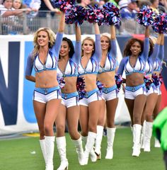Nfl cheerleaders explain why they haven't taken a knee in protest Hottest Nfl Cheerleaders, Football Cheerleaders, Famous Cheerleaders, Football Fans, Cheerleading Pictures, Cheerleading Uniforms, Professional Cheerleaders, Ice Girls, Tight End
