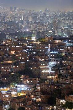 Caracas Venezuela Photo by Iwan Baan.sadly it s a beautiful setting at night but a depressing one during daylight Favelas Brazil, Costa Rica, Ecuador, Travel Around The World, Around The Worlds, Pray For Venezuela, Les Continents, Argentine, City Landscape