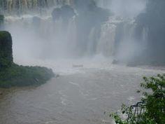 Lavando a alma nas Cataratas do Iguaçu - http://oblognovodalu.blogspot.com.br/2013/02/uma-jornada-muito-esperada-macuco-safari.html