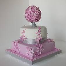 Linda torta con un topiario bien elaborado