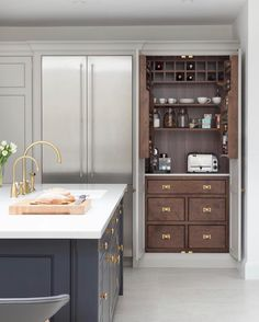 The fight for hidden kitchen appliances and how to win them The Battle Over Hidden Kitchen Appliances and How to Win It - Own Kitchen Pantry Home Decor Kitchen, Kitchen And Bath, New Kitchen, Home Kitchens, Kitchen Country, Kitchen Ideas, Brass Kitchen, Kitchen Hardware, Room Kitchen