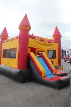 42 best inflatable bounce houses images bounce houses bouncy rh pinterest com