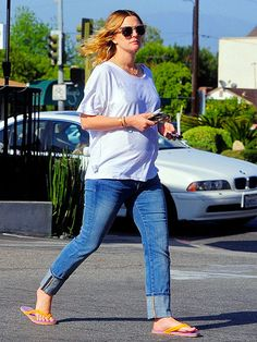 7cfb2d29d4d DOING THE BUMP Mom-to-be Drew Barrymore takes her belly show to the