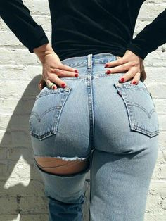 Kylie Jenner High Waist Jeans Hole In Buttocks Sexy Jeans Women Street Snap Cowboy Pants Jeans Female Sexy Jeans, Ripped Jeans, Denim Jeans, Mom Jeans, Curvy Jeans, Jean Sexy, Looks Style, My Style, Corpo Sexy