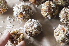 Fruit and vanilla snack balls