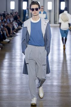 See the complete Cerruti 1881 Spring 2018 Menswear collection.