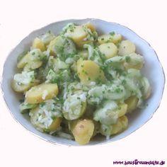 Bayerischer Kartoffel-Gurkensalat der Bayerische Kartoffel-Gurkensalat schmeckt schön frisch und leicht. vegetarisch vegan laktosefrei glutenfrei ohne Mayo!