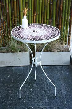 mesa con venecitas artesanal - tonos violeta Outdoor Furniture, Outdoor Decor, Table, Tops, Home Decor, Iron Table, Table And Chairs, Mesas, Mosaic Garden