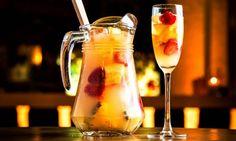 Mettre des fruits entiers dans un cocktail est une pratique courante, mais le foodtail va bien plus loin en mixant de vrais plats avec des boissons alcoolisées. Par cet alliage, les deux deviennent indissociables.