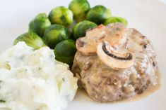 Easy Salisbury Steak recipe that is baked in the oven. This simple dinner uses a homemade mushroom gravy, ground beef and bread crumbs. Baked Salisbury Steak Recipe, Homemade Salisbury Steak, Make Ahead Meals, Freezer Meals, Easy Meals, Freezer Recipes, Slow Cooker Tacos, Beef Casserole, Dinner Dishes